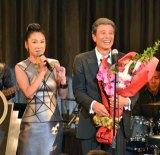 舘ひろしの歌手デビュー40周年記念ライブに浅野温子がゲスト出演