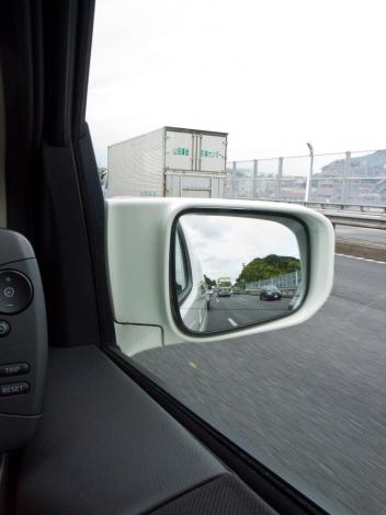 事故を回避するためにも、ドライバーによる目視の確認作業は徹底して行いたい