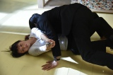 第8話で猪熊(木村文乃)が放った銃弾がカラ(菜々緒)を撃ちぬいた…はずなのだが(C)関西テレビ