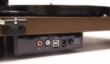 Amadana Musicから発売のレコードプレーヤー『SIBRECO(シブレコ) Speaker Inbuilt record player』(税抜1万5000円)はデジタル変換可能なUSB 端子と、アナログ出力可能なRCA 端子を搭載