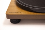 Amadana Musicから発売のレコードプレーヤー『SIBRECO(シブレコ) Speaker Inbuilt record player』(税抜1万5000円)