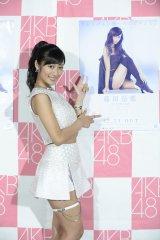 「右足推しの曲」にちなんでガーターベルトを付けて登場したAKB48藤田奈那 (C)AKS