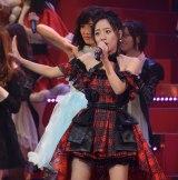 新曲参加発表後、困惑しながらも「唇にBe My Baby」を披露した高橋みなみ=『第5回AKB48紅白対抗歌合戦』 (C)ORICON NewS inc.