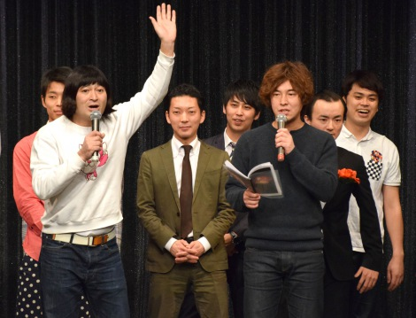 相方の松田洋昌(右)から離婚ネタをふられるもサラリとかわしたハイキングウォーキング・鈴木Q太郎(左)(C)ORICON NewS inc.