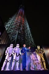 赤と青の2色でタワーを分割するライティングは東京スカイツリー史上初