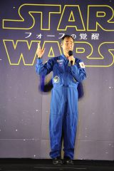 東京スカイツリーで映画『スター・ウォーズ/フォースの覚醒』公開記念ライティングを実施(12月20日まで)。点灯式にはJAXAの宇宙飛行士・野口聡一氏がスペシャルゲストとして招かれた