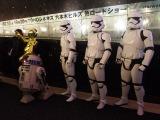 東京・TOHOシネマズ六本木ヒルズにはストームトルーパーとR2-D2、C-3POが観客をお出迎え (C)ORICON NewS inc.