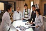 テレビ朝日系人気ドラマ『科捜研の女』に宅間善人がやって来る。沢口靖子(右)と草なぎ剛が初共演(C)テレビ朝日