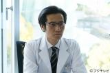 フジテレビ系ドラマ『フラジャイル』で連続ドラマ初の医師役に挑む津田寛治。おちゃらけた権力の手先の表情、なのか?