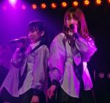 AKB48木崎チームB『ただいま 恋愛中』初日ゲネプロより(左から矢吹奈子、加藤玲奈) (C)ORICON NewS inc.