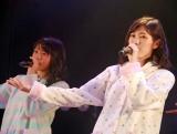 AKB48木崎チームB『ただいま 恋愛中』初日ゲネプロより(左から)木崎ゆりあ、渡辺麻友 (C)ORICON NewS inc.