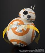 『スター・ウォーズ』の新キャラクター「BB-8」のルービックキューブ 4個のパーツを回して遊べる(税抜3700円)