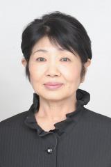12月30日放送、TBS系『第57回 輝く!日本レコード大賞』のステージで、企画賞受賞『なかにし礼と12人の女優たち』の収録曲を歌う泉ピン子