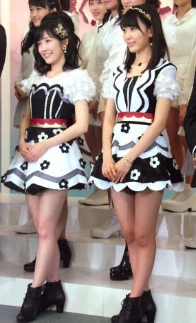 『第57回 輝く!日本レコード大賞』記者会見に出席した(左から)渡辺麻友、宮脇咲良 (C)ORICON NewS inc.