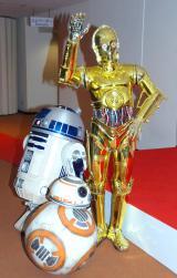 『第66回紅白歌合戦』に嵐が出演。『スター・ウォーズ』シリーズからC-3PO、R2-D2、BB-8も登場した (C)ORICON NewS inc.