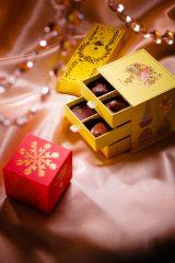まるで宝石箱のようなパッケージ!『バレンタインアソートチョコ』(11粒入/4536円)