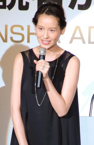 妊娠発表後、初の公の場に登場した青木裕子=『第35回 読者が選ぶ・講談社広告賞』授賞式 (C)ORICON NewS inc.