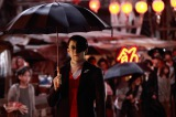 『テラフォーマーズ』で本多晃を演じる小栗旬のメイキングカットが公開 (C)貴家悠・橘賢一/集英社 (C)2016 映画「テラフォーマーズ」製作委員