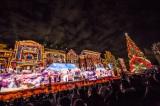 「世界一の光のツリー」の輝きに照らされた幻想的な空間でクリスマスショー