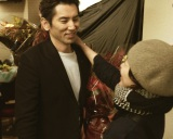 西川美和監督(右)最新作『永い言い訳』の撮影を終えた本木雅弘 (C)2016「永い言い訳」製作委員会