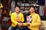 1月20日スタート、TBSドラマ『悪党たちは千里を走る』色がかぶった主演のムロツヨシ(左)と原作者・貫井徳郎氏(右)(C)TBS