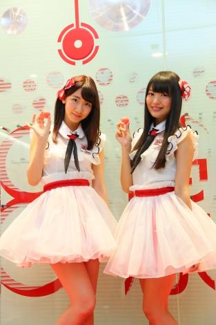 「NGT48劇場」オープニングセレモニーに参加した(左から)柏木由紀、北原里英 (C)AKS