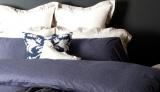 アンテプリマのホームコレクションで展開される、ベッドカバーなどのアイテム類
