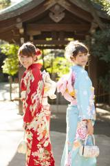 新成人となった(左から)久松郁実、松元絵里花 撮影は渋谷・氷川神社にて