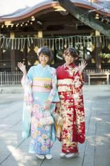 新成人となった(左から)松元絵里花、久松郁実 撮影は渋谷・氷川神社にて