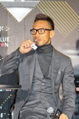 「常温保存」「適温保存」の日本酒を飲み比べる中田英寿氏