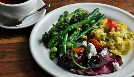 サムネイル 旬の野菜や食材を使った目にも楽しいメニューを展開