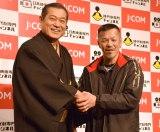 初対面を果たした(左から)松平健、辰吉丈一郎 (C)ORICON NewS inc.