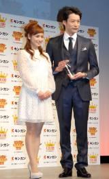 『キンカン AWARD 2014』授賞式に出席した(左から)平愛梨、入江陵介 (C)ORICON NewS inc.