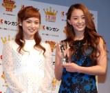 『キンカン AWARD 2014』授賞式に出席した(左から)平愛梨、田中理恵 (C)ORICON NewS inc.
