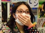 番組企画でマスクをする小林弥生 (C)ORICON NewS inc.