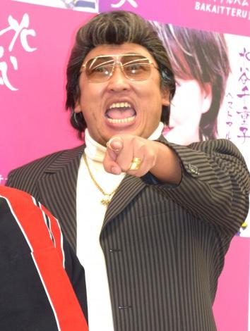 倉たけし(秋山竜次)=水谷千重子の芸能生活50周年公演『キーポンシャイニング歌謡祭』取材会