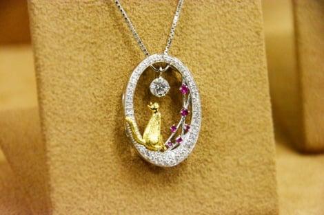 サムネイル 愛猫家としても知られる大地真央がプロデュースした、猫モチーフのダイヤモンドネックレス (C)oricon ME inc.