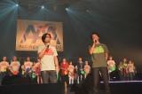 エイズ啓発活動『Act Against AIDS 2013』(左から)岸谷五朗、寺脇康文