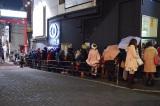 押尾学がボーカルを務めるロックバンド・LIVが出演するイベント会場で入場待ちする人々(C)ORICON NewS inc.