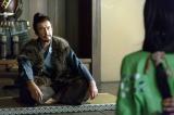 大河ドラマ『真田丸』第4回より。家族を集めた昌幸は、織田への人質として松を安土に送ることを伝える(C)NHK