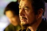 大河ドラマ『真田丸』第4回より。上杉への書状について信忠から問い詰められた昌幸は…(C)NHK