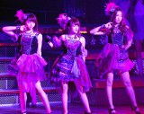 『AKB48単独リクエストアワー セットリストベスト100 2016』2日日昼公演に登場した(左から)峯岸みなみ、高橋みなみ、小嶋陽菜 (C)ORICON NewS inc.
