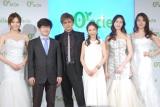 オラクル美容皮膚科 東京新宿院のテープカット&オープニングセレモニーに出席した(左から)シン・スミン(2014ミスコリア2位)、オラクルメディカルグループ代表ノ・ヨンウ氏、GACKT、東京新宿院医院長の高橋栄里氏、キム・ミョンソン(2014ミスコリア3位)、リュ・ソラ(2014ミスコリア3位) (C)ORICON NewS inc.