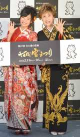 """""""さちるり""""結成を報告した(左から)小島瑠璃子、小林幸子 (C)ORICON NewS inc."""