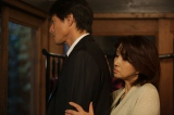 光太郎(吉田栄作)に結婚の申し込みの返事を執拗に迫る怜子(秋吉久美子) (C)NHK