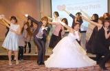 ハートダンス披露を披露した(中央左から)菊地亜美、キンタロー。 (C)ORICON NewS inc.