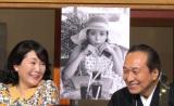 ハタチの時の写真を公開した松坂慶子(左)。その美貌に会場からは大きな歓声が沸いた。=テレビ朝日のドラマ『スミカスミレ 45歳若返った女』 (C)ORICON NewS inc.