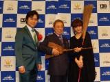 (左から)三山ひろし、北島三郎、吉澤嘉代子=『第52回 平成27年度日本クラウンヒット賞』贈呈式 (提供:日本クラウン)