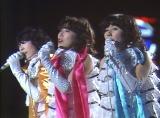 1978年に後楽園球場で行われたキャンディーズの解散コンサート(左からミキ、ラン、スー)