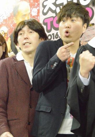 『NSC大ライブ TOKYO 2016』後の囲み取材に出席した2丁拳銃 (C)ORICON NewS inc.